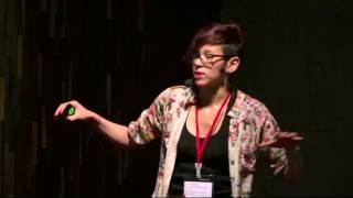 Download Del carro a la bicicleta | Evelyn Benavides | TEDxUniversidadPiloto Video