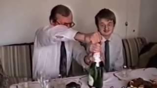 Download Ojciec z synem otwiera szampana 1997 Video
