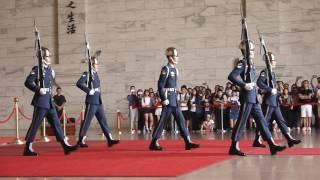 Download 空軍儀隊中正殿移防,再一次覽閱「禮兵長」帥氣英姿風采20160723 Video