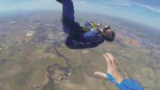 Download GUY HAS SEIZURE WHILE SKYDIVING Video
