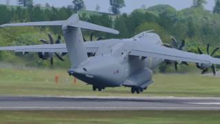 Download RAF Airbus A400M Atlas v RAF Boeing C-17A Globemaster III Video