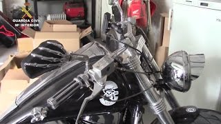 Download Police raid Hells Angels MC chapter, seize club jewelry, drugs, money and guns | Spain Video