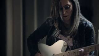 Download ESPERANZA - Lari Basilio - The Sound Of My Room - Live Video
