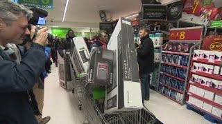 Download Black Friday shopping invades British stores Video