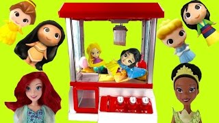 Download Disney Princesses Play the Claw Machine for Toys! Rapunzel & Snow White Fall in! Video
