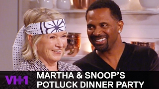 Download Kathy Griffin & Mike Epps Smoke Sushi 'Sneak Peek' | Martha & Snoop's Potluck Dinner Party Video