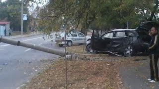 Download Audi Q7 crashing , rolling over into a pole. Love karma. Video