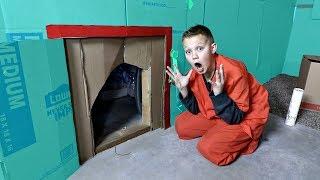 Download BOX FORT PRISON! | ESCAPE ROOM Video