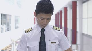 Download Experience the Life of a Pilot Video