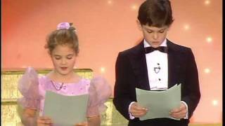Download Drew Barrymore & Henry Thomas Reading - Golden Globes 1983 Video
