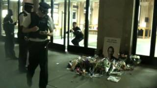 Download Mac store robbery, covent garden 9th oct 2011 (filmed on iPhone 3Gs lol) Video
