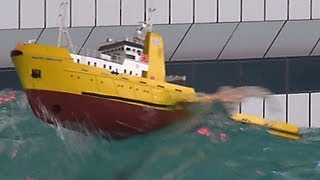 Download RC Offshore Tug in BIG WAVES - HAPPY HUNTER - Piratenmeer Büsum Video