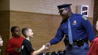 Download 11-year-old throws ″Thank You″ party for police Video