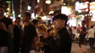 Download Hot Boy Kẹo Kéo hát ″Yêu Em Nhưng Không Với Tới″ ngoài đường phố tri ân khán giả Video
