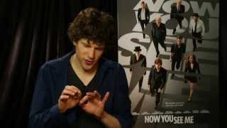 Download Jesse Eisenberg Does Some Magic From 'Now You See Me' - Univision Noticias Video