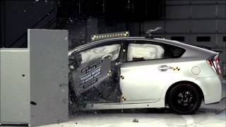 Download 2014-2015 Toyota Prius Hybrid/Plug-In IIHS Narrow-Overlap Crash Test Video