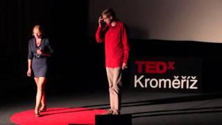 Download 100% fyzika | Bára Mikulecká & Vojta Hanák | TEDxKroměříž Video