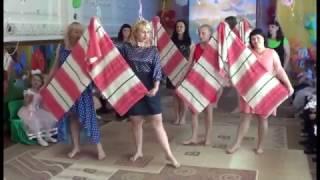 Download Финальный танец родителей и детей на Выпускном Video