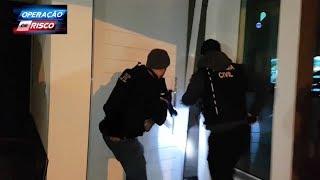 Download Policiais surpreendem ladrão de banco em casa de luxo Video