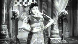 Download Azhagai Paar - MGR, T. R. Rajakumari, B. S. Saroja - Puthumai Pithan - Tamil Classic Song Video