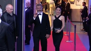 Download Mel Gibson and new girlfriend hand in hand at the Palais des Festival in Cannes Video