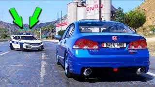 Download Honda Ailesi Arabalar Polis Arabasından Kaçıyor Video