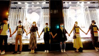 Download Hong Kong protesters form human chain Video