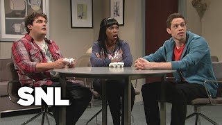 Download Kissing Video Game Characters - SNL Video