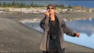 Download Keeping up with Timothy Treadwell (The Grizzly Man) - Acompanhando Timothy Urso - Le Garçon Ours Video
