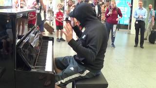 Download Celebrity Goes Incognito To Play a Street Piano - Public Stunned! Video