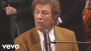 Download Gaither Vocal Band, Jake Hess - I'm Gonna Keep On (Live) Video