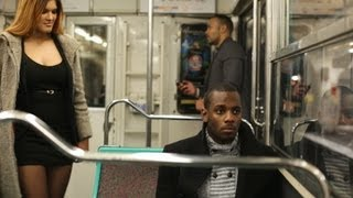 Download Drague dans le métro - Flirt in the subway Video
