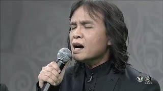 Download 'ครูสลา' ขับร้องบทเพลงซึ้งกินใจ 'เล่าสู่หลานฟัง' แสดงความอาลัยในหลวง ร.๙ Video