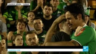Download Brazil: thousands gather in Chapeco pitch and church to mourn football team plane crash Video