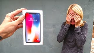 Download SURPRISING MY MOM WITH A BROKEN IPHONE X! *she was pissed* Video