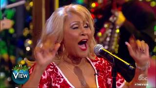 Download A 'View' tradition: Darlene Love performs 'Christmas (Baby Please Come Home)' | The View Video