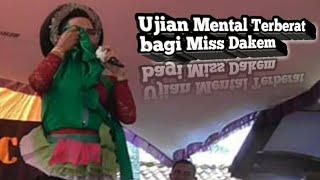 Download MISS DAKEM TETAP HEBOH DI DEPAN SENIOR2 NYA (PELAWAK KARAWANG) Video