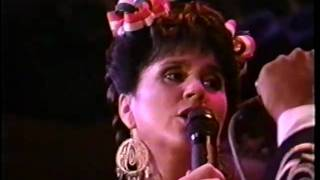 Download Linda Ronstadt - El Crucifijo de Piedra - Yo soy El Corrido Video