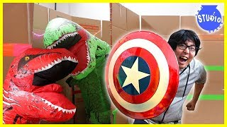 Download Giant Dinosaurs T-Rex Scare Ryan's Daddy in the Giant Box Fort Maze Challenge!!! Video