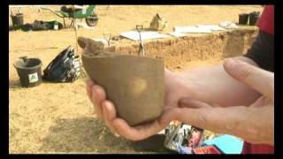 Download Mystery skeleton mystifies archaeologists Video
