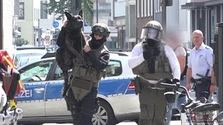 Download [SEK-EINSATZ IN KÖLN] - Randalierer leistete massiven Widerstand & verletzte Polizeibeamte - Video