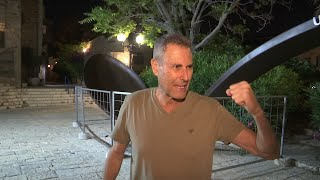 Download Uri Geller shows off giant spoon Video