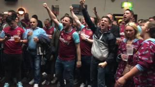Download In the Boleyn pub before the final match at Upton Park, West Ham United vs. Manchester united Video