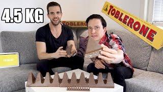 Download Vi Försöker Äta en MEGA Toblerone (4,5 kg) Video