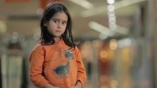 Download Si vieras a esta niña en la calle, ¿pasarías de largo? | UNICEF Video