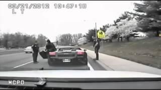 Download Polizia ferma Lamborghini nera... ma guardate chi scende! Video