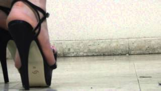 Download sandals and crushing Video
