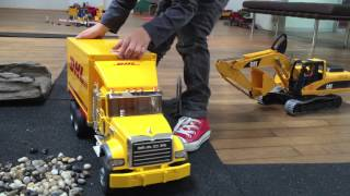 Download BRUDER TOYS Trucks for CHILRDEN Mack-Truck DHL played by Jack (3) Video