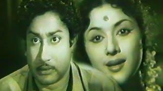 Download Naan Vanangum Dheivam (1963)blockbuster Old Tamil Movie Starring:Sivaji Ganesan,Padmini Video