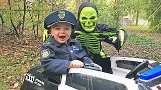 Download Whose that skeleton? silly Halloween video featuring Sketchy Mechanic and fun kids! Video